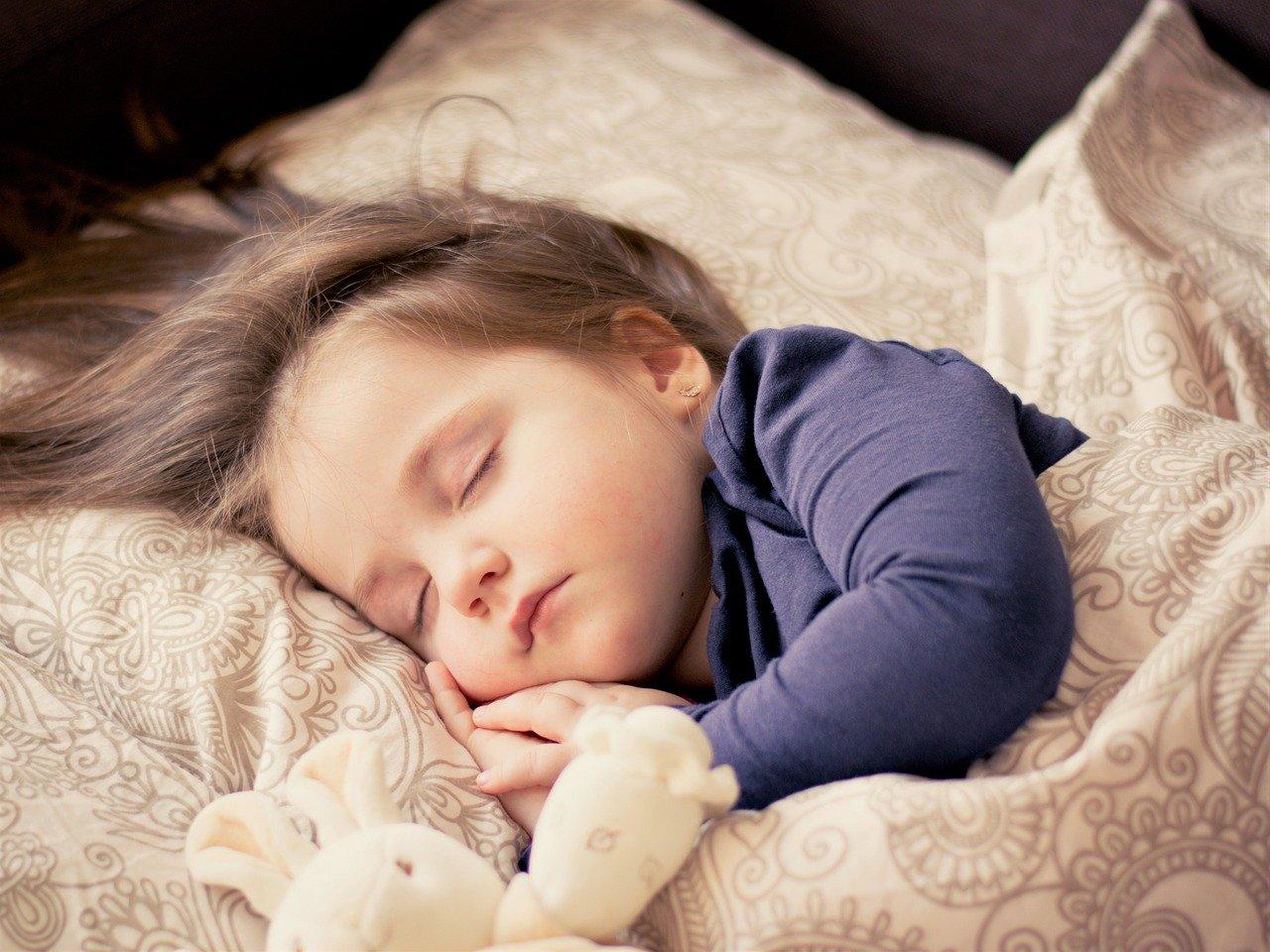 「眠れない時に熟睡する方法を紹介!質の高い睡眠で肺炎予防にもなる?」のアイキャッチ画像