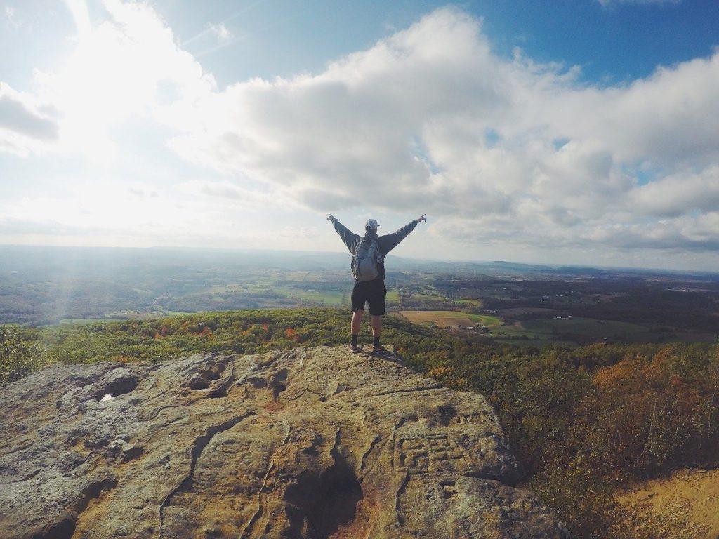 「精神的自由!強い自分を作るための振る舞いを学べるおすすめの本3冊」のアイキャッチ画像