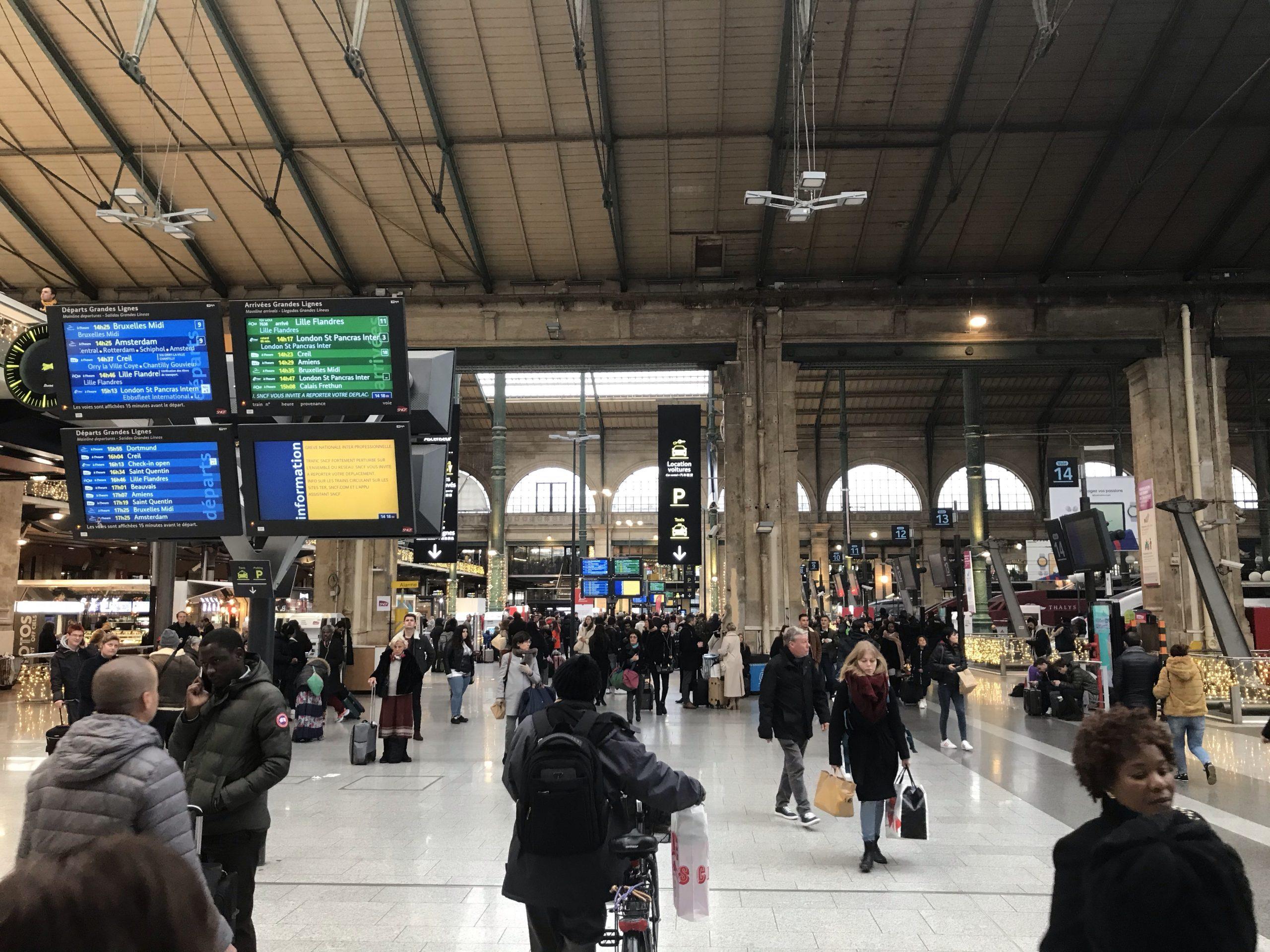 「【海外旅行】パリのストライキ事情!フランス観光への影響、実体験」のアイキャッチ画像