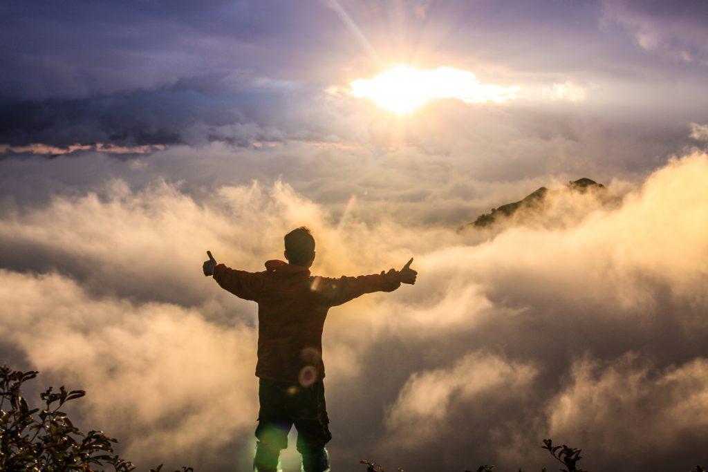 「人生を変えたい人必見!人生が変わるおすすめの挑戦すべき行動5選」のアイキャッチ画像
