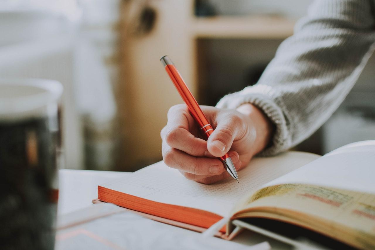 「英語学習やる気が出ない時にモチベーションを高める方法を英語で解説」のアイキャッチ画像