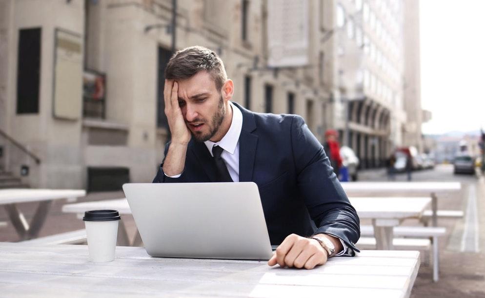 「必見!仕事にやりがいを感じない人が仕事に楽しみを見つける行動5選」のアイキャッチ画像