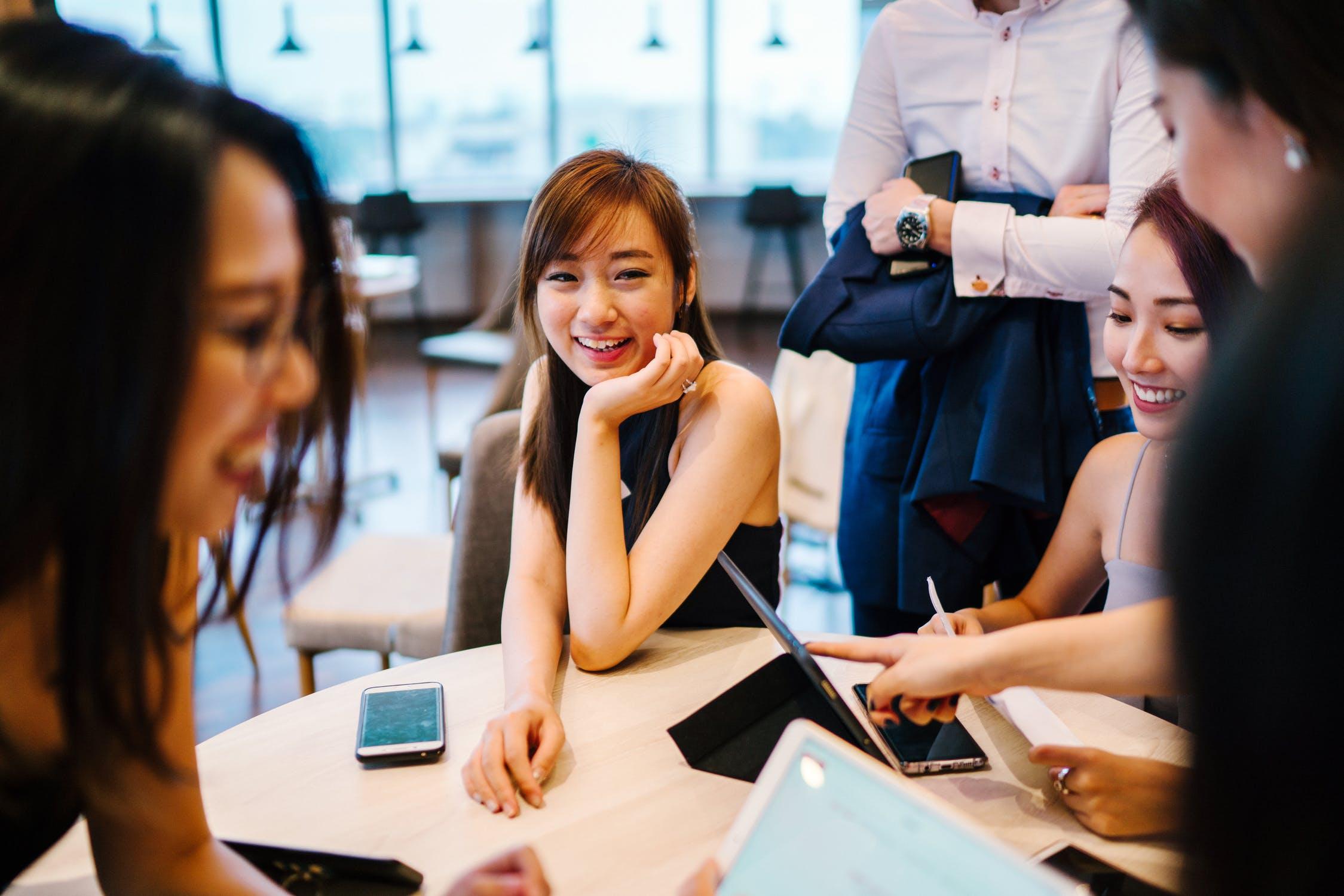 「会社で海外案件に携わる方法紹介!世界で活躍したいサラリーマン必見」のアイキャッチ画像