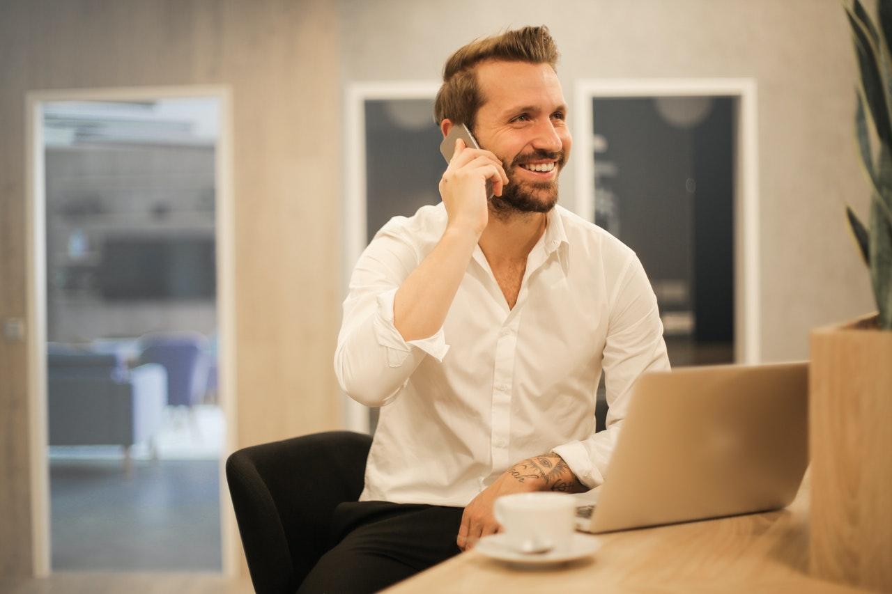 「サラリーマン必見!会社で出世する人の共通する特徴8選!賢く生きる」のアイキャッチ画像
