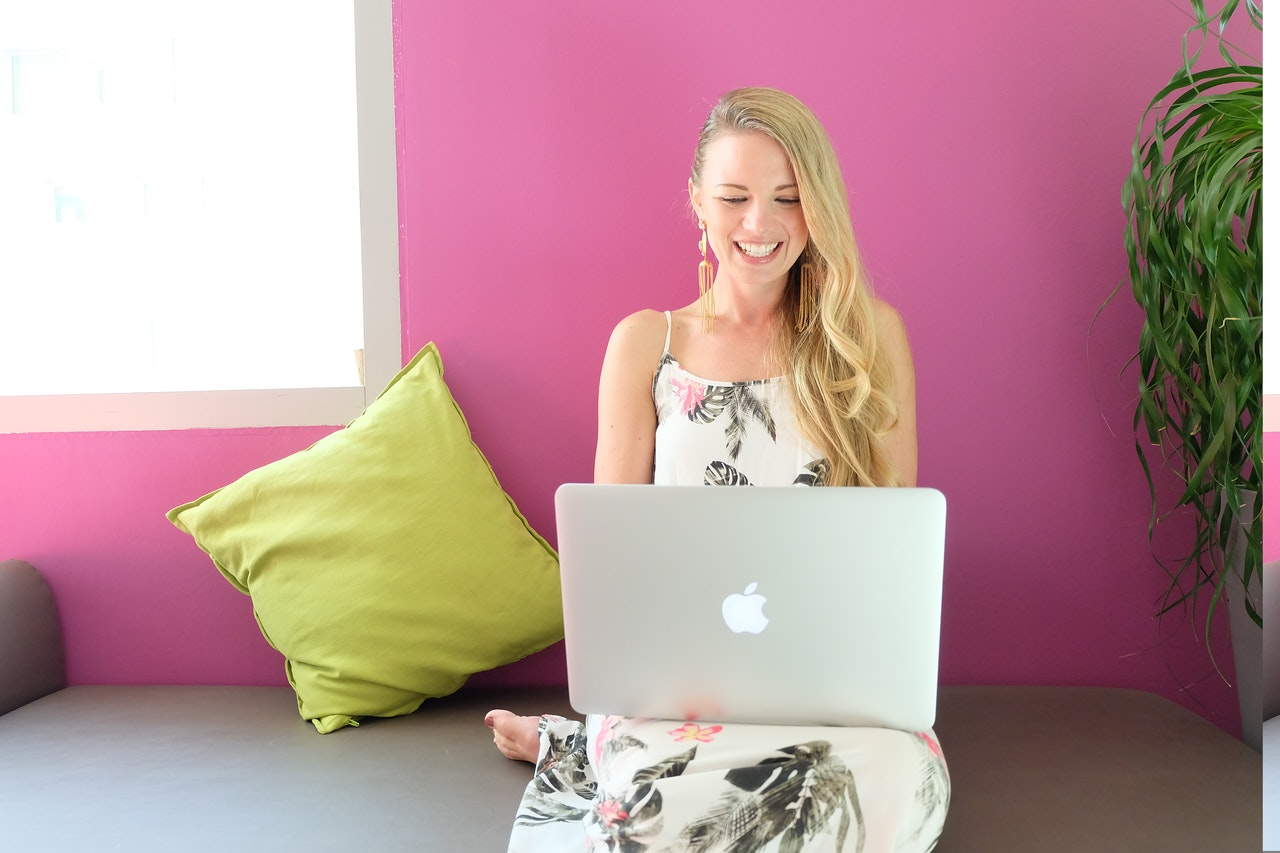 「【副業】サラリーマンがブログ収入を得る為の具体的な4つのステップ」のアイキャッチ画像