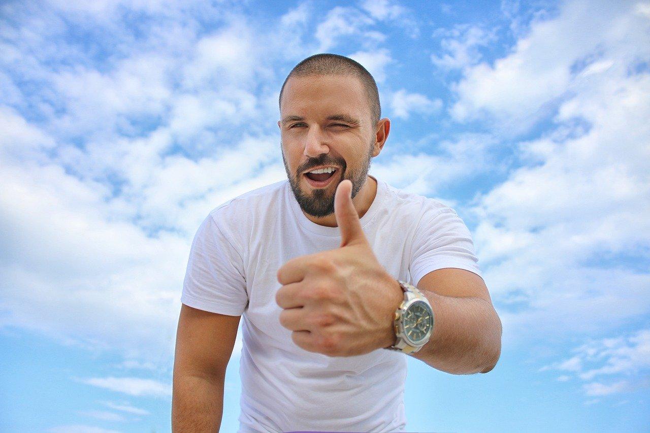 「【ネガティブな人必見!】自分に自信をつける為のおすすめの方法5選」のアイキャッチ画像