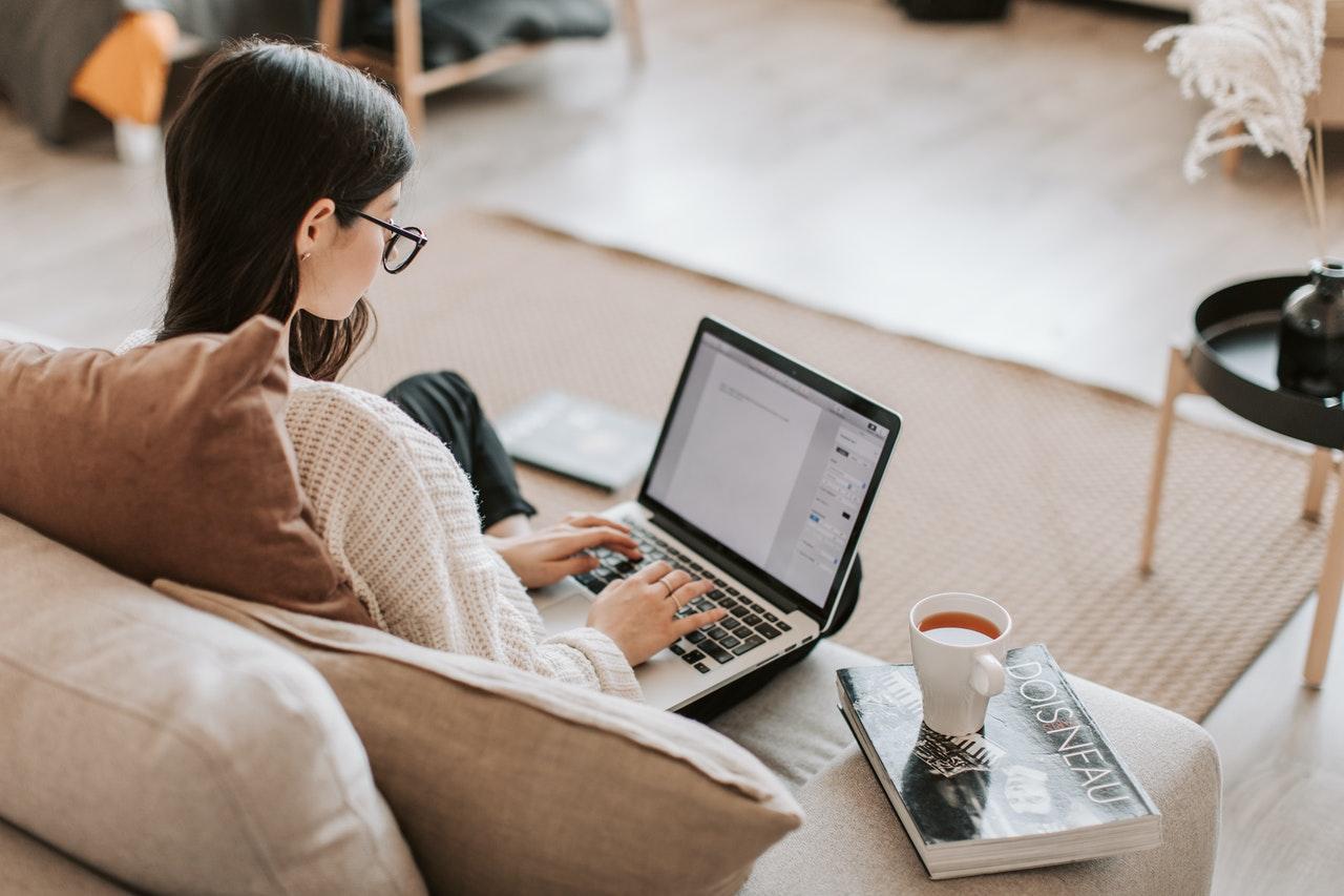 「【副業】サラリーマンの個人ビジネスにブログが超おすすめな理由3選」のアイキャッチ画像