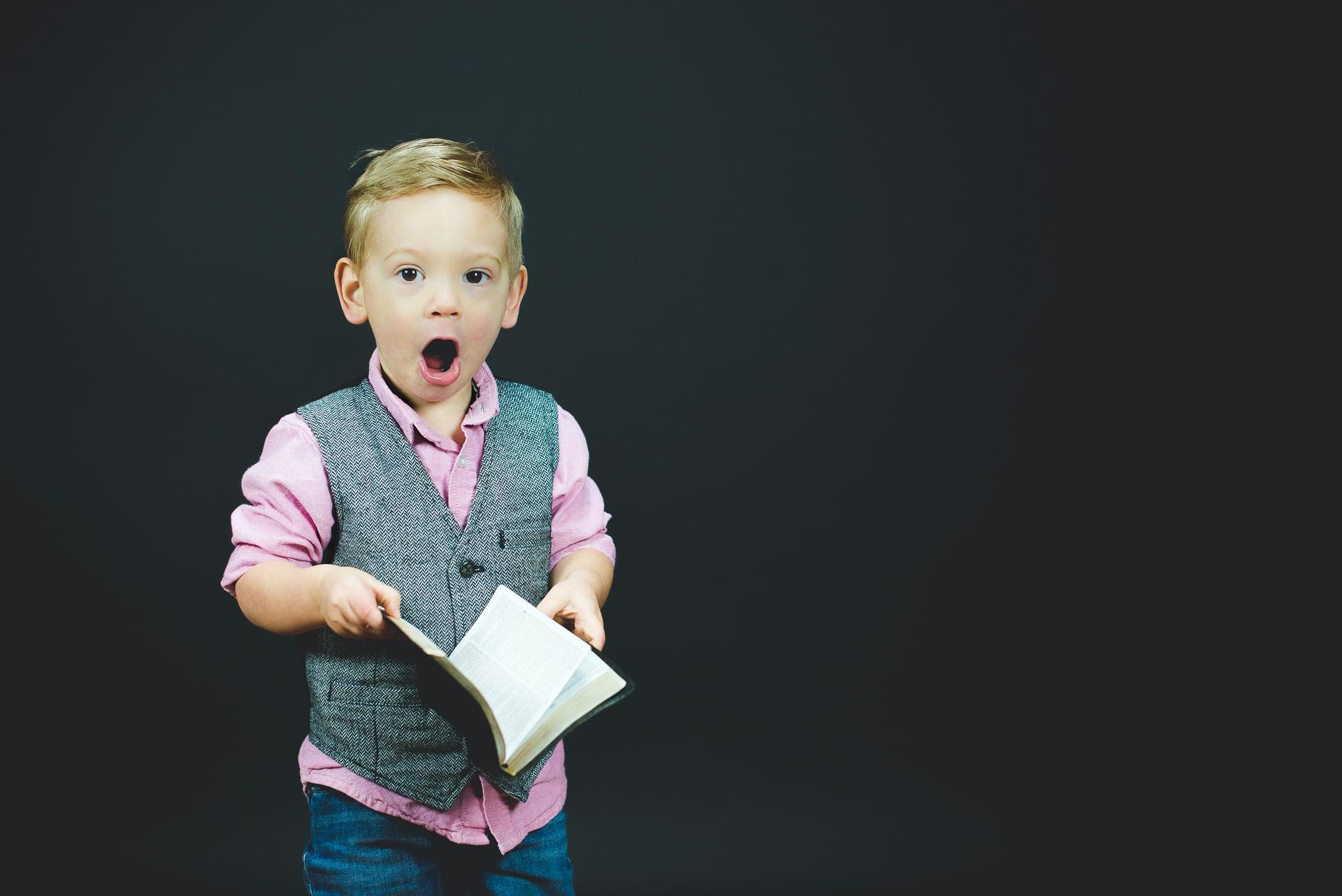 「英文の音読の効果!英会話の向上には音読が最適な理由を解説」のアイキャッチ画像